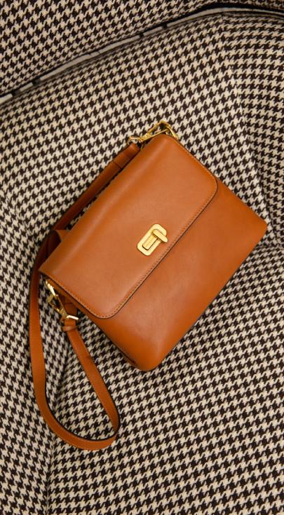 sac bandoulière à rabat en cuir coloris cognac